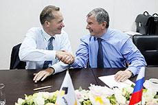 Rosneft and ExxonMobil extend Far East LNG agreement