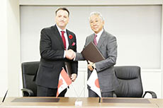 Canada and Japan sign gas cooperation deal