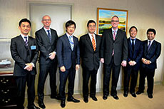 Commissioner discusses LNG exports with Japan