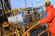 Santos GLNG and Australia Pacific LNG sign upstream cooperation deal