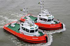 Repasa tugs assist LNG tanker berthing