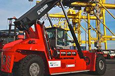 Kalmar demonstrates new diesel-LNG reachstacker