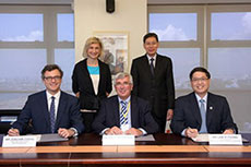 Maritime authorities sign LNG bunkering standards MoU
