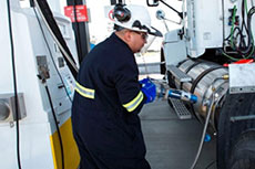 Shell opens LNG truck fuelling stations in US